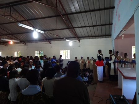 Canto do evangelho da Paixão pelos Arautos do Evangelho de Moçambique