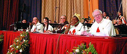 Na secção de encerramento, compuseram a mesa o Fundador dos Arautos, um representante de Portugal, um do Vietnã, uma de Moçambique, e um da Holanda. Significativa amostra da variedade de nações representadas no evento