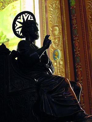 Imagem de S. Pedro na Cátedra Pontifícia, venerada na Igreja do Sagrado Coração de Jesus, em S. Paulo