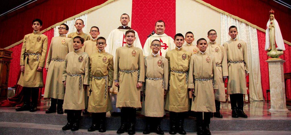 Consagração de jovens à Sabedoria Eterna e Encarnada por meio de Nossa Senhora