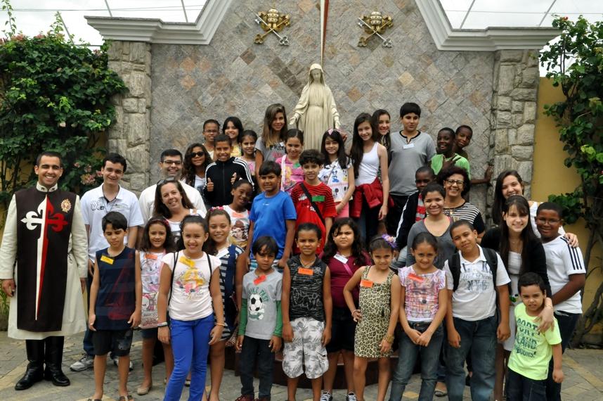 Grupos de Catequese visitam Presépio em Campos-RJ