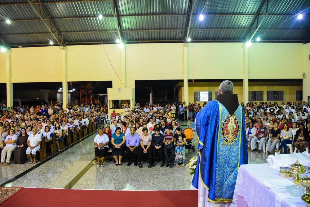 Grande solenidade de Nossa Senhora Aparecida, em Italva/RJ, celebrada com os Arautos.