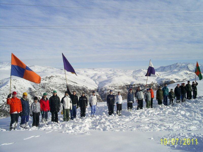 Paseo a la nieve y actividad en casa de formación