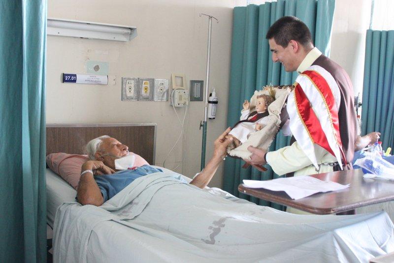 Visita del Hospital México con la imagen del Niño Jesús