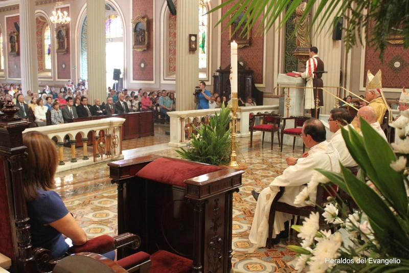 Misa conmemorativa por la canonización de S. Juan Pablo II y S. Juan XXIII en la Catedral Metropolitana de San José.