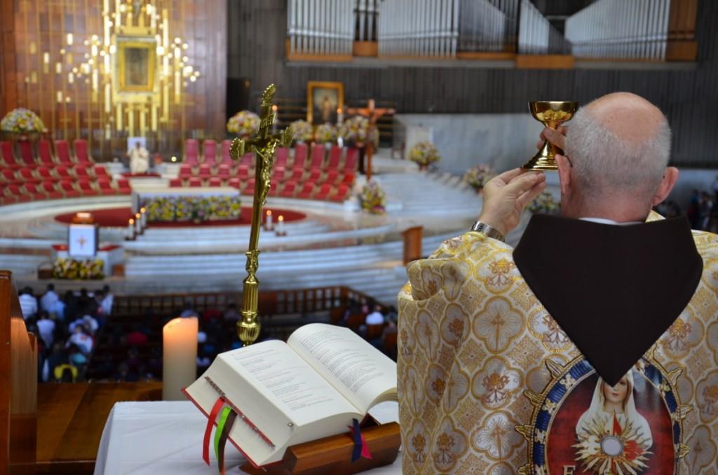 Misas en el Santuario de Nuestra Señora de Guadalupe, México