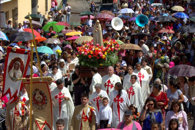 Heraldos en el Mundo: Peregrinación anual a la tumba del Santo Hermano Pedro, Antigua, Guatemala.