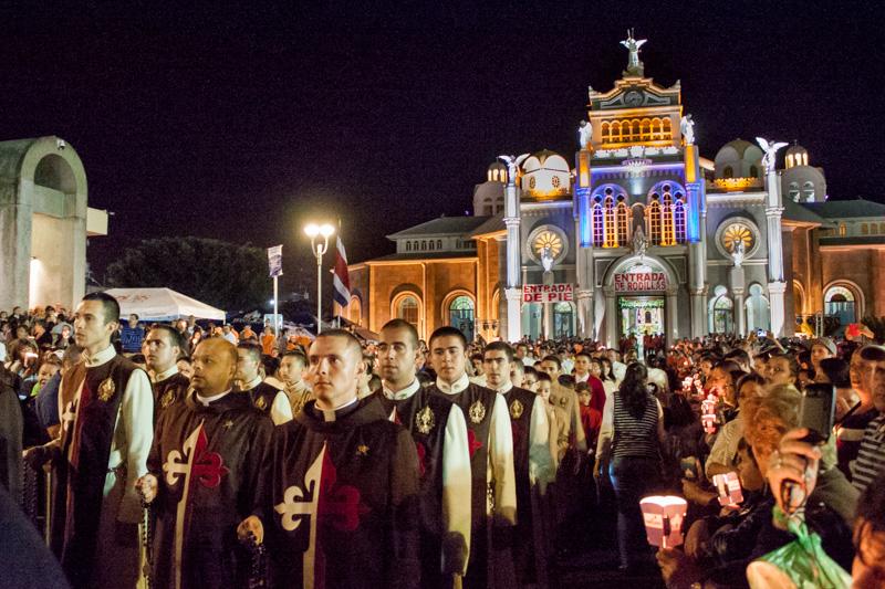 Rosario de la luz en honor a la Virgen de los Ángeles