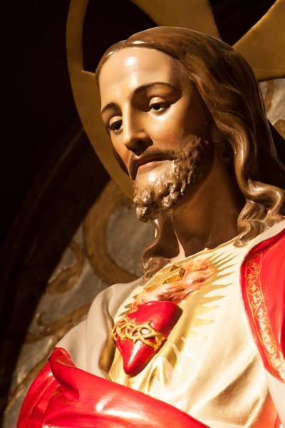 Coração de Jesus, fonte de vida e santidade.