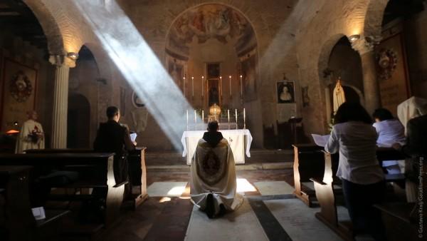 Sacerdote em oração