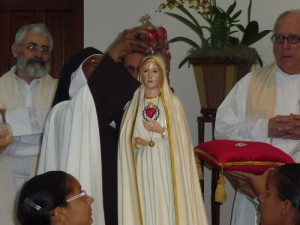 Sor Teresa corona la Imagen Peregrina de Fatima
