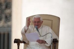 El Papa Benedicto XVI en la tradicional audiencia de los miércoles en la Plaza San Pedro