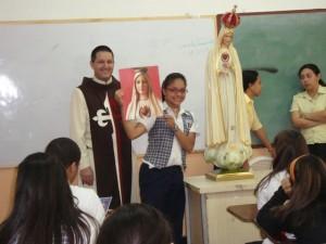 Una alumna ganó una estampa de Nuestra Señora de Fátima