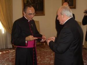Mons. Juan Cla Dias EP, Superior de ambas sociedades y de los Heraldos del Evangelio, con el Cardenal Franc Rodé, Prefecto de la Congregación de los Institutos de Vida Consagrada