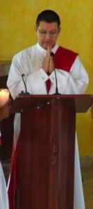 El Diac. Juan Pablo Merizalde lee el Evangelio.
