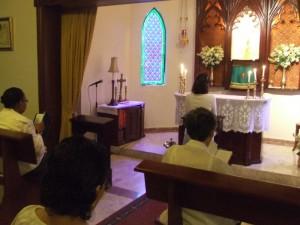 Momentos de adoración al Santísimo Sacramento.