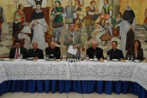 Rector de la UASD Franklin García Fermín dio la bienvenida a los obispos.
