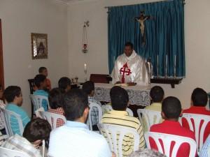 El Pe. Federico Marcial durante el sermón.
