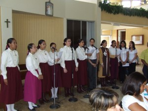 Las jovenes del coro de los Heraldos en Rep.Dom.