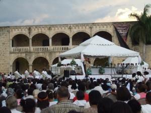 Vista general de la Misa en la Plaza de España