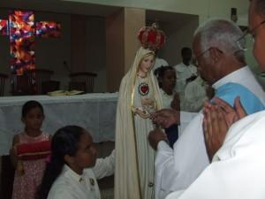 Al final de la Misa se coronó a la Imagen Peregrina de Nuestra Señora de Fátima.
