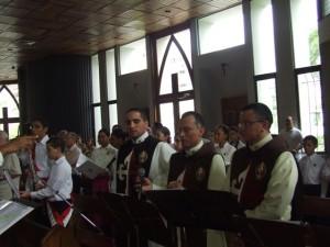 Algunos integrantes del coro antes de interpetar una de las músicas.