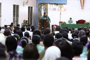 El Padre Juan Pablo Merizalde EP durante su homilia