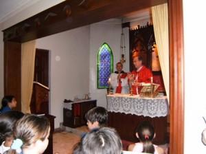 Monseñor Masalles acompañado del Diac. Eduardo Mojica EP