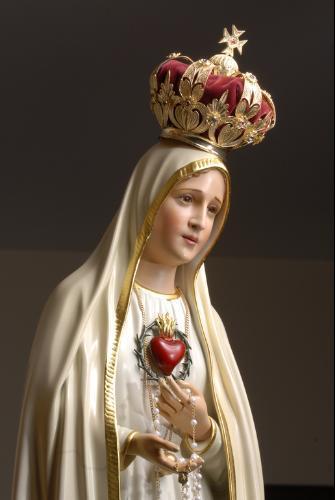 Nuestra Señora de Fátima insistió en sus apariciones sobre la importancia del rezo del Santo Rosario.