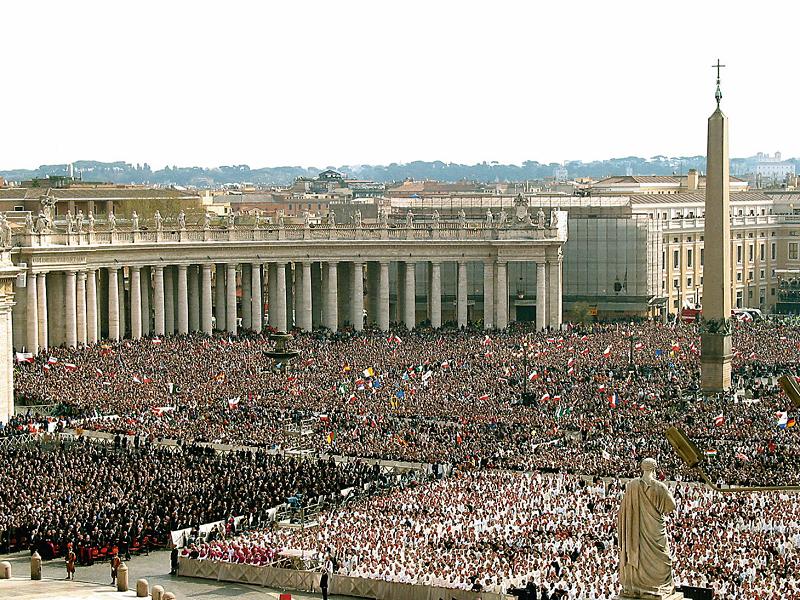 Chi ha conosciuto la Chiesa ai tempi di Gesù non avrebbe potuto immaginare le moltitudini di fedeli che hanno assistito ai funerali di Giovanni Paolo II