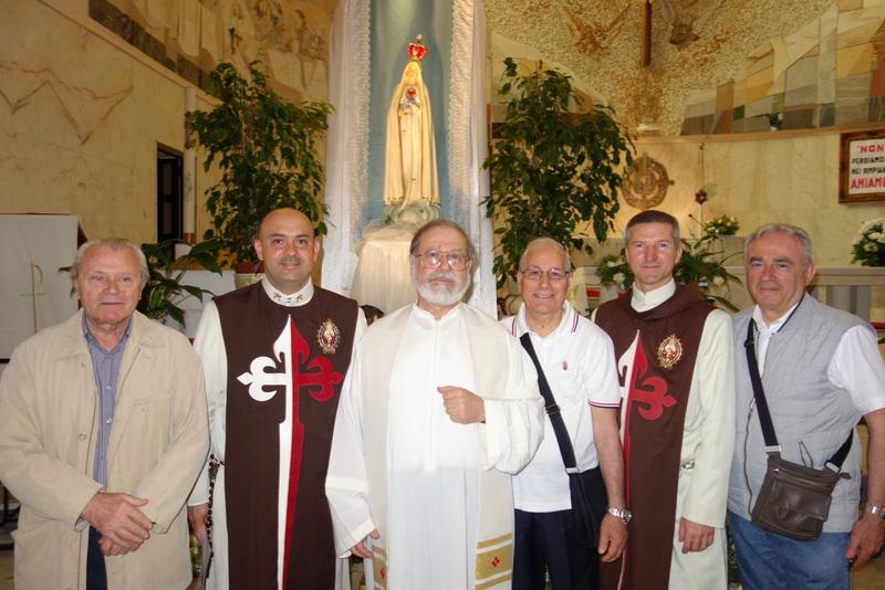 Parrocchia di San Carlo Borromeo a Bari riceve la visita della Madonna di Fatima.