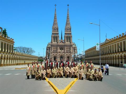 Heraldos en Argentina- Misa en Luján