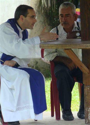 Confesiones durante la Santa Misa en Shushufindi