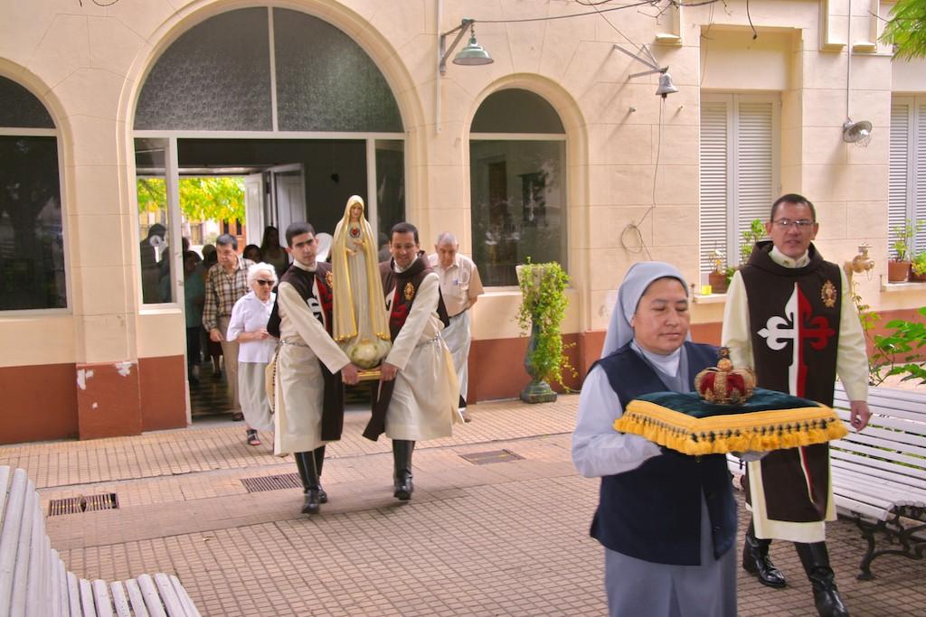 ILa Virgen visita el Hogar Marín