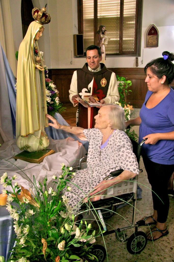 La Virgen visita el Hogar Marín