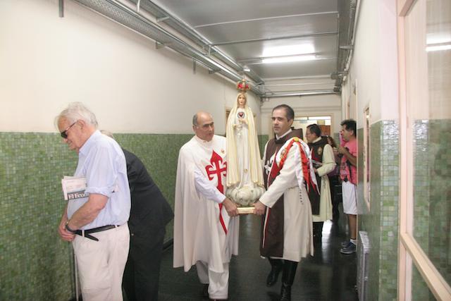Heraldos del Evangelio - Argentina - Visita al Hospital Julio Mendez
