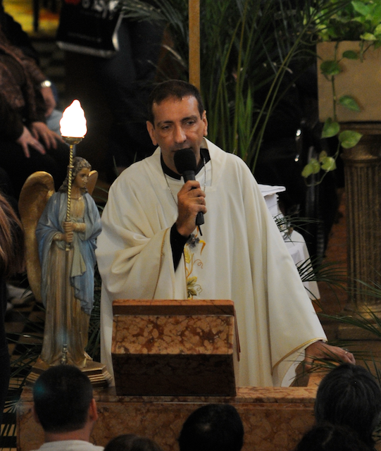 Heraldos en Argentina - 13 de mayo - Parroquia Nuestra Señora del Rosario Avellaneda, P Abraham