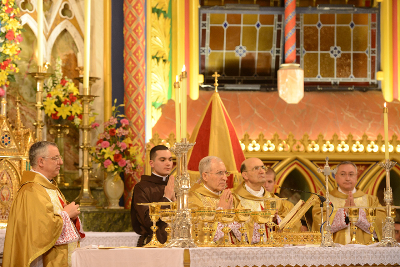 Sacerdote celebrando Misa