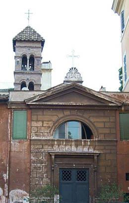 La facciata prima del restauro