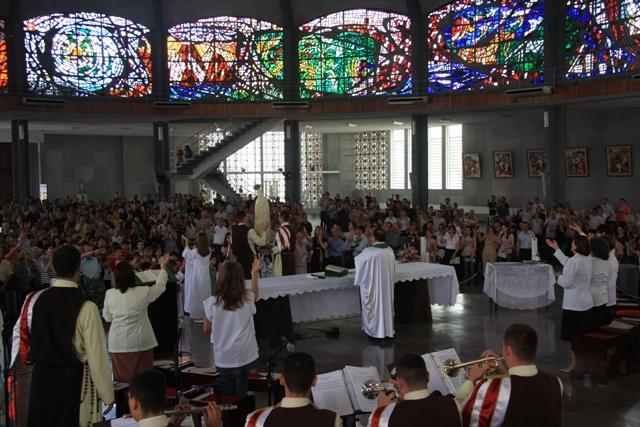 Missa solene celebrada pelo pe.Jorge, pároco da Catedral.