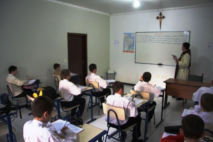 Ambiente de tranquilidade e disciplina que auxiliam nos estudos.