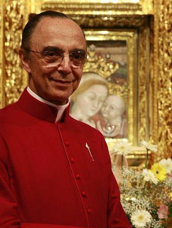 Mons. João Clá, Fundador dos Arautos do Evangelho, diante de Nossa Senhora do Bom Conselho, em Genazzano