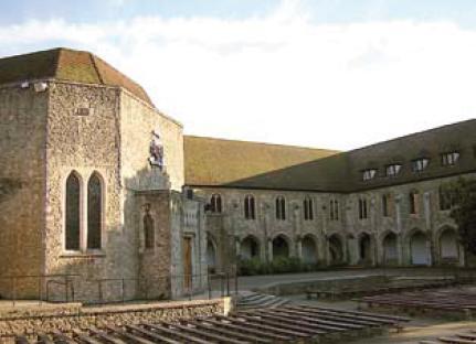 O Priorato de Aylesford, Inglaterra, onde São Simão Stock recebeu o Escapulário, é hoje um centro de peregrinações