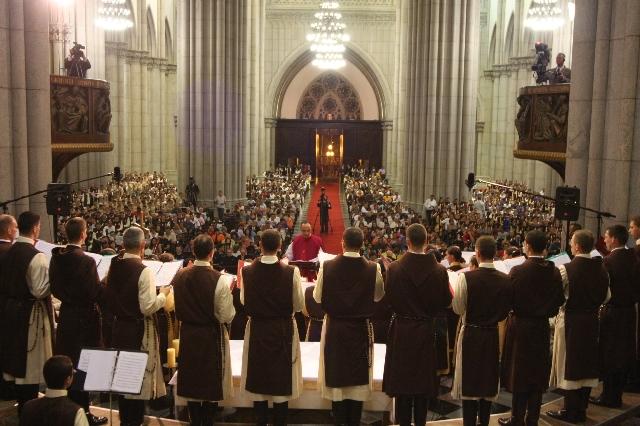 Coro gregoriano na Catedral de São Paulo, Brasil