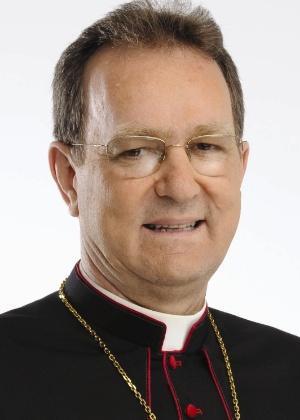 """""""É fácil professar a fé, o complicado é deixar essa fé transformar o modo de agir e pensar"""", afirma o arcebispo de Maringá"""