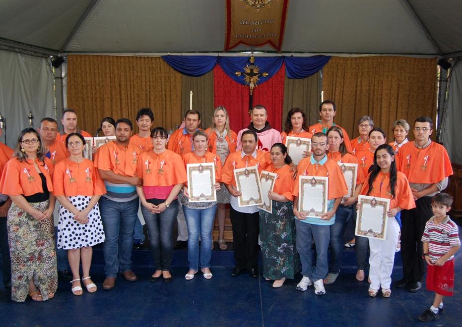 Solene Cerimônia de Consagração a Nossa Senhora e Primeira Comunhão na Comunidade dos Arautos do Evangelho de Maringá