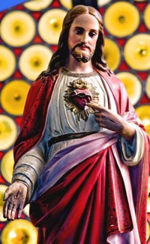 Em um grande silêncio, no Sábado Santo, um Coração palpita de amor