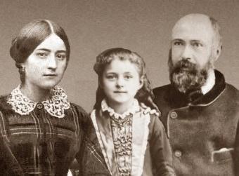 Santa Teresinha entre os pais Luis Martin e Zelia, que seão canonizados brevemente