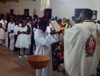 Celebrando em Moçambique, sua terra natal