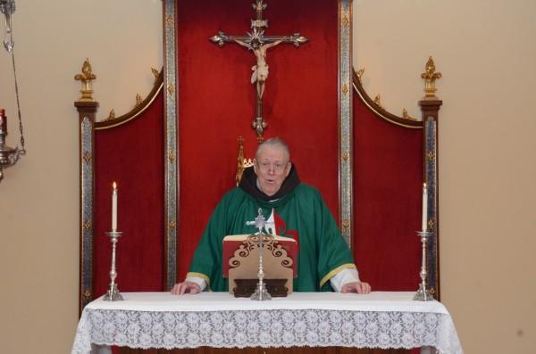 Revmo padre Julio durante sermão na missa